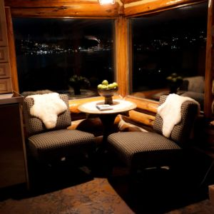 Seating area in the waterfront cabin in Medina
