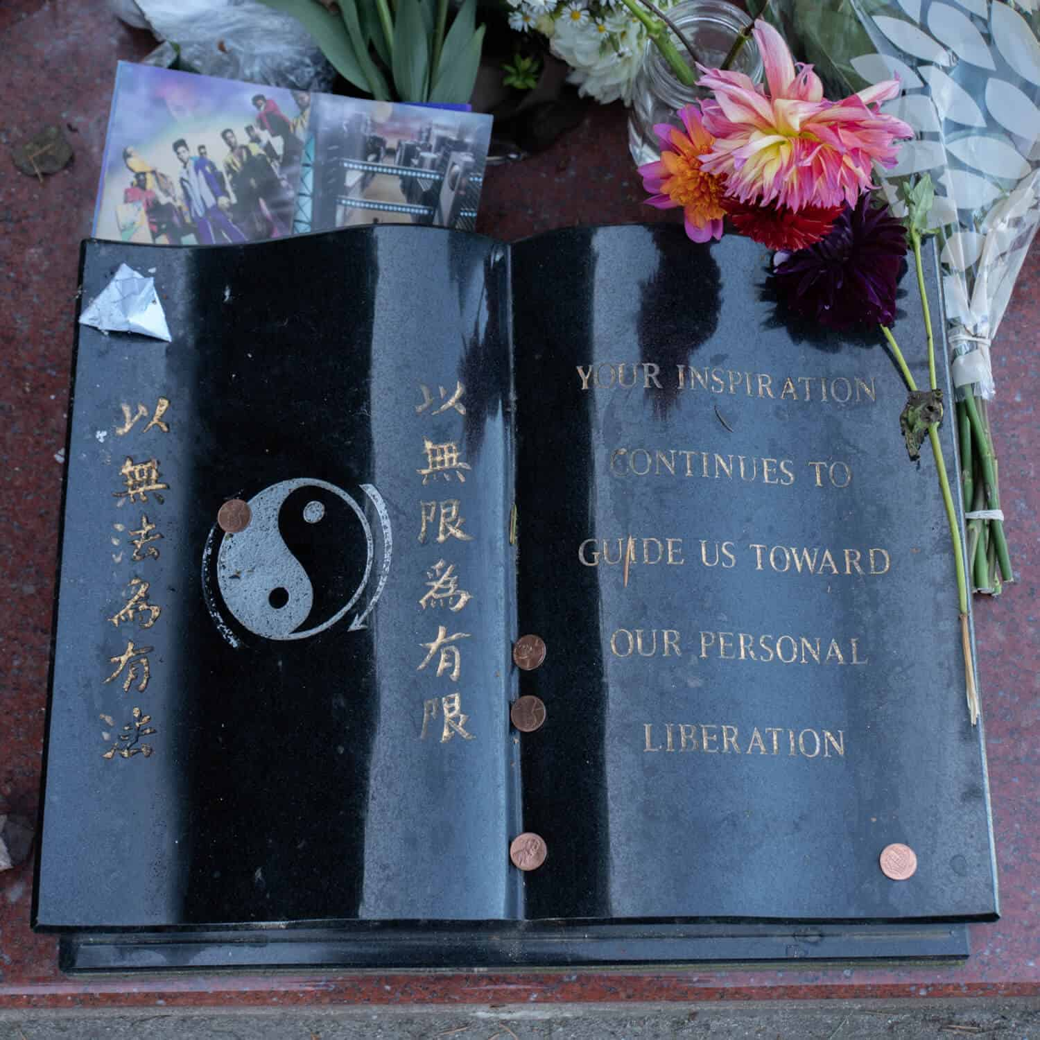Bruce Lee gravesite closeup